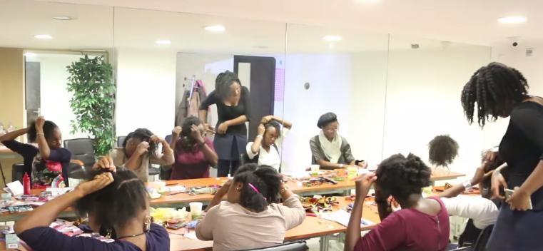 maelle-anime-des-ateliers-cheveux-crepus